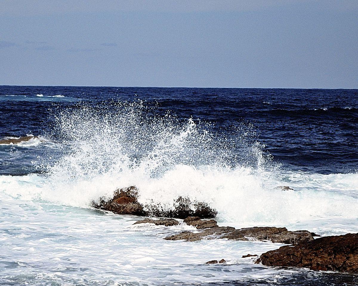 日本海の波 | 自然・風景 > 海 | GANREF