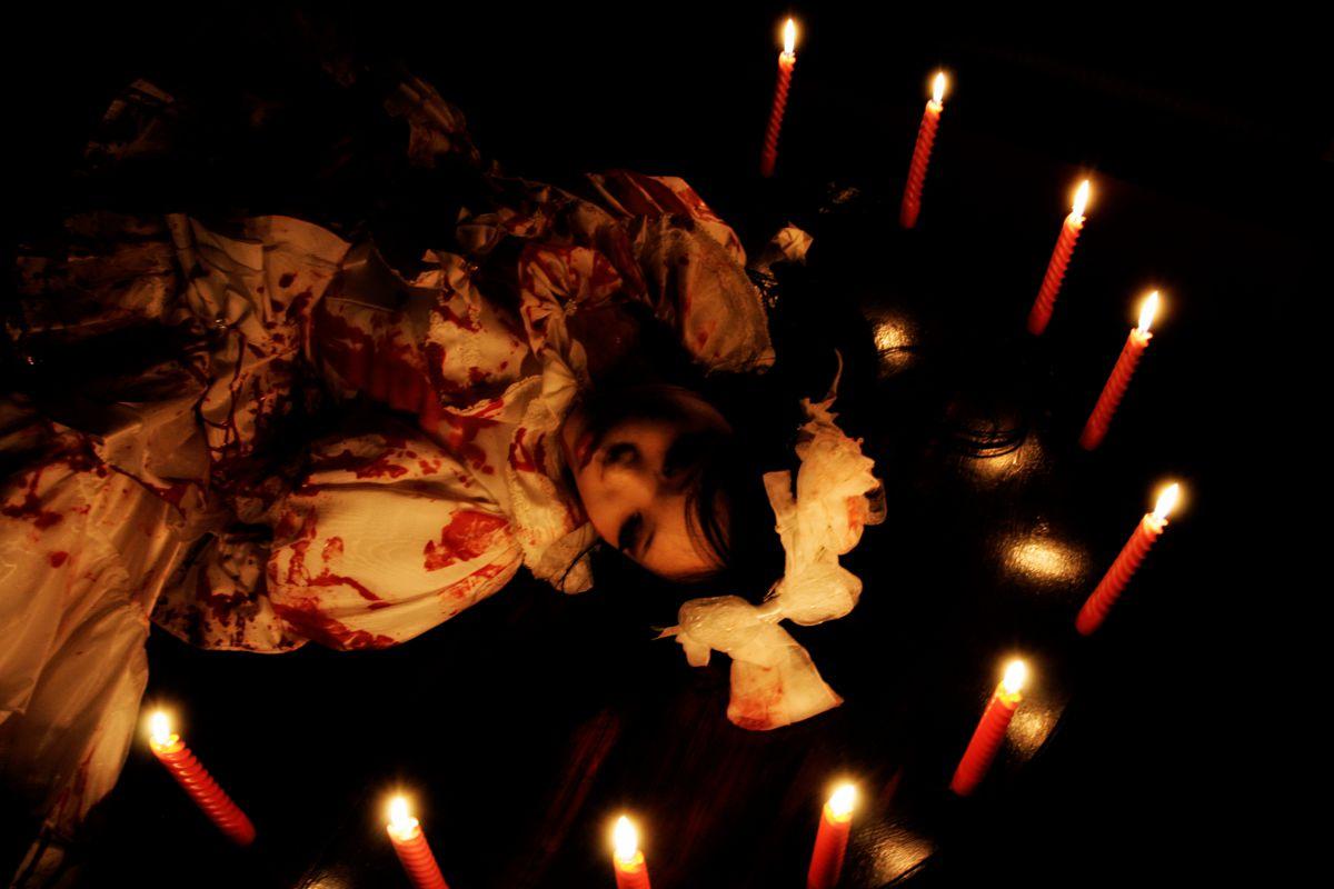 In the red room #3 -生贄の儀式- | 人物 > 女性 | GANREF