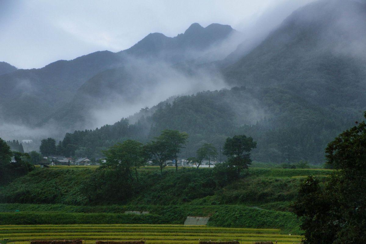 早朝の景色 | 自然・風景 > 山 | GANREF