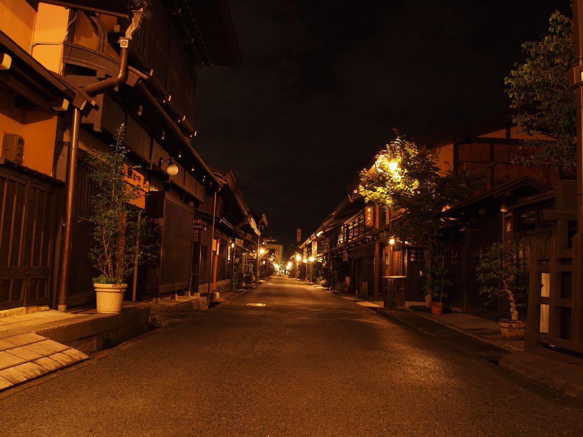古い町並みの夜景 街並み 建物 夜景 Ganref