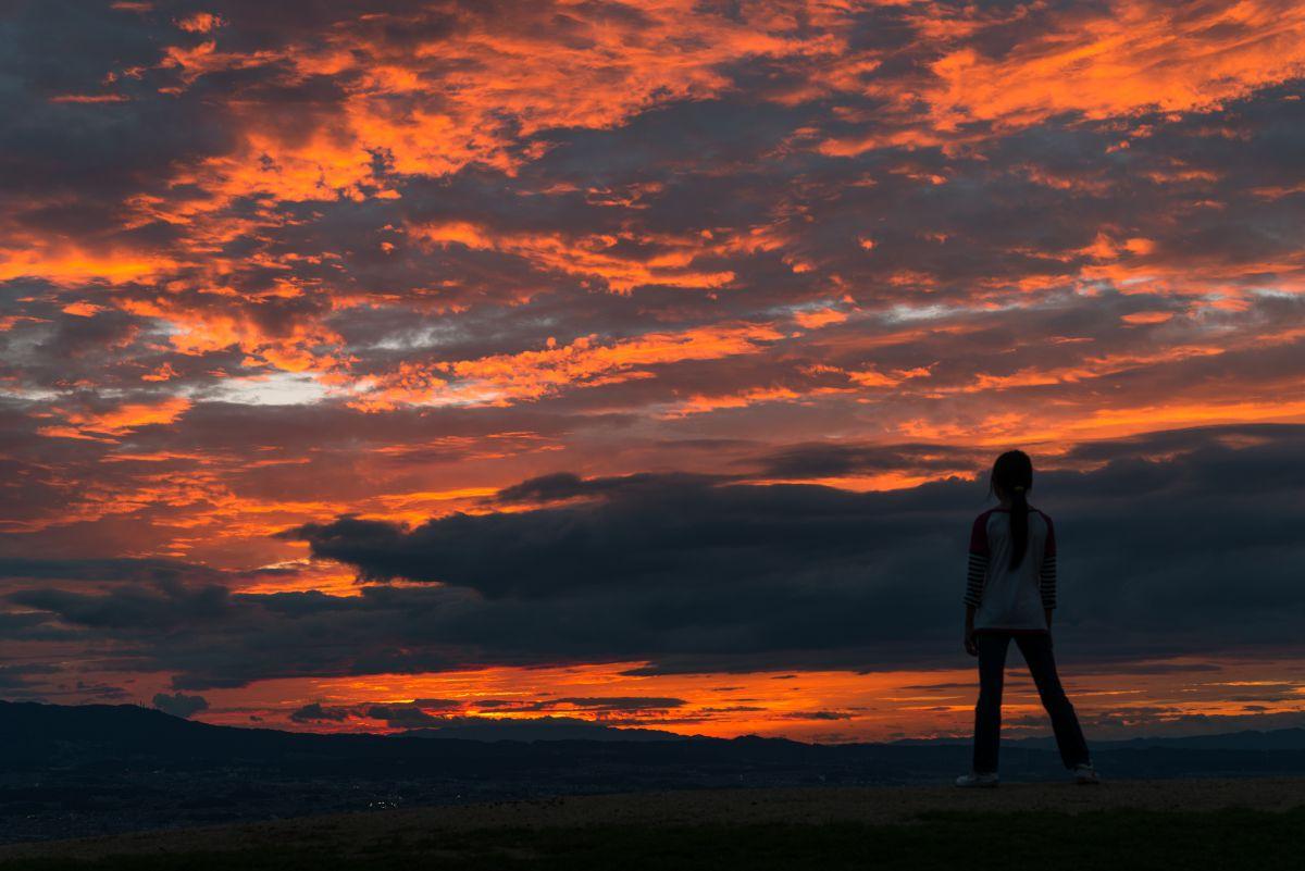 立ちすくむ   自然・風景 > 空・雲   GANREF