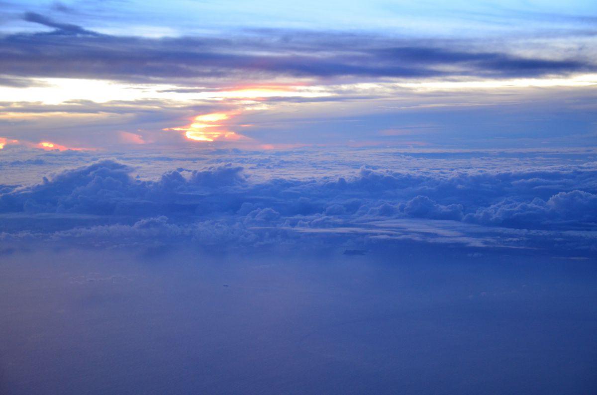 雲上の夕焼け | 自然・風景 > 空・雲 | GANREF