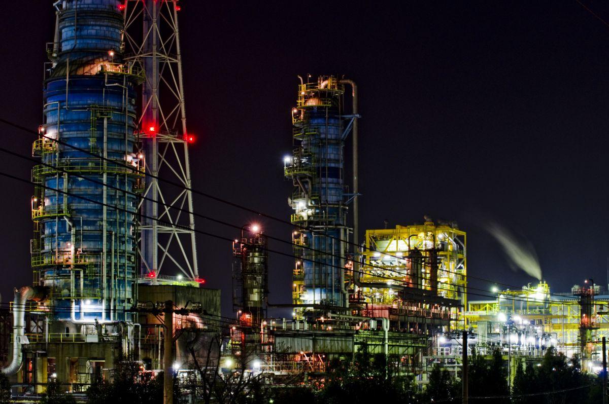 新日本石油精製   街並み・建物 > 夜景   GANREF