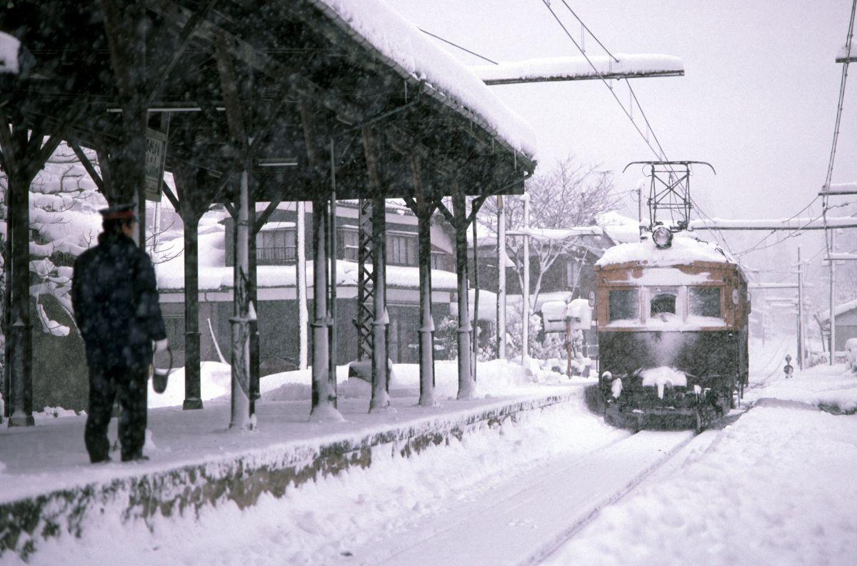 雪の駅 | 乗り物・交通 > 鉄道・駅 | GANREF
