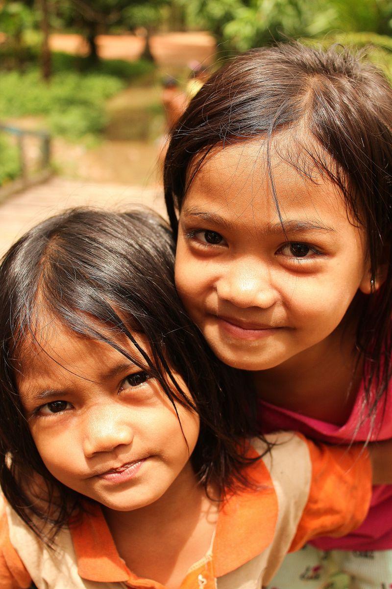 カンボジア 女の子 カンボジア・ロン島でつながれた、ピュアな女の子との出会いを ...